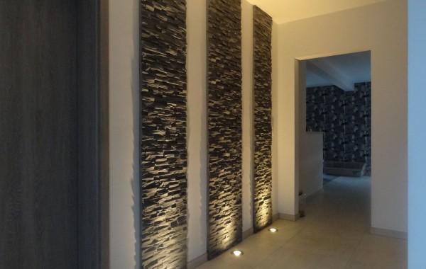 Hall d'entrée, luminaires, pierres de parement, décoration, inspiration, construction maison, Chenois, Province Luxembourg, Belgique