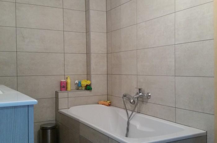 Salle de bains, baignoire, faïence, construction maison, Chenois, Province Luxembourg, Belgique