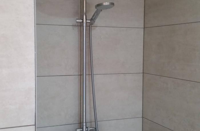Salle de bains, douche italienne, faïence, construction maison, Chenois, Province Luxembourg, Belgique