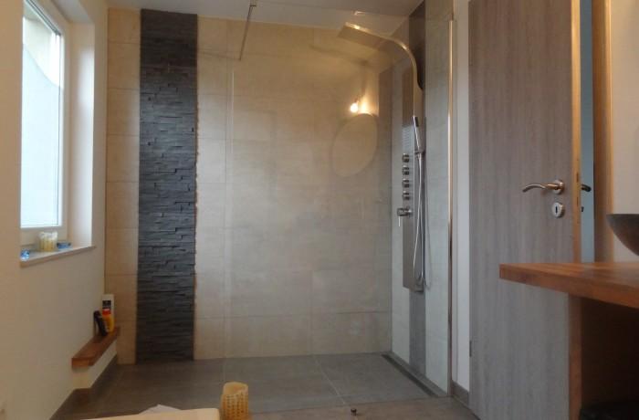 Salle de bains, douche italienne, Faïence, pierres de parement, inspiration, construction maison, Chenois, Province Luxembourg, Belgique