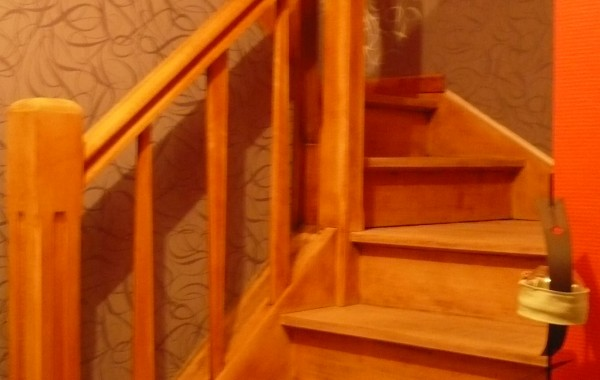 Escalier, hêtre, peintures/tapisserie, décoration, Virton, Province Luxembourg, Belgique